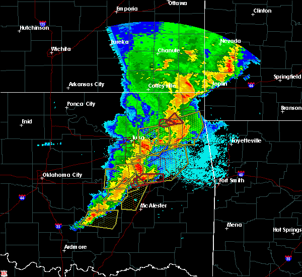 Radar Image for Severe Thunderstorms near Oktaha, OK at 4/26/2017 12:00 AM CDT