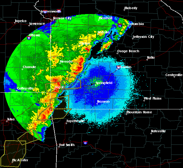 Radar Image for Severe Thunderstorms near La Russell, MO at 4/26/2017 12:38 AM CDT