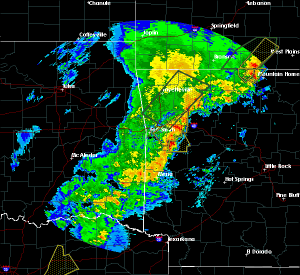 Radar Image for Severe Thunderstorms near Ratcliff, AR at 4/26/2017 9:06 AM CDT