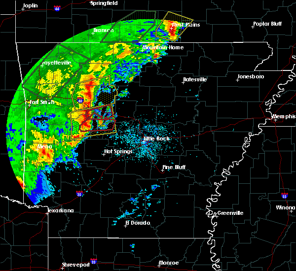 Radar Image for Severe Thunderstorms near Atkins, AR at 4/26/2017 10:05 AM CDT