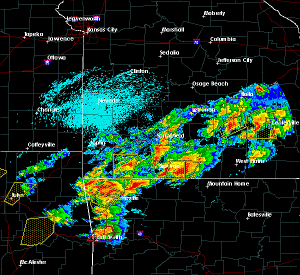 Radar Image for Severe Thunderstorms near Taneyville, MO at 4/28/2017 11:29 PM CDT
