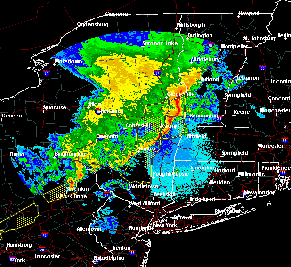 Radar Image for Severe Thunderstorms near Rensselaer, NY at 5/1/2017 10:00 PM EDT