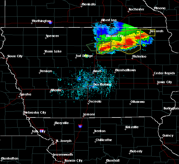 Radar Image for Severe Thunderstorms near Rockwell, IA at 5/15/2017 6:33 PM CDT