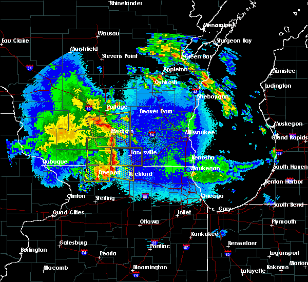 Radar Image for Severe Thunderstorms near Rockford, IL at 5/15/2017 9:45 PM CDT