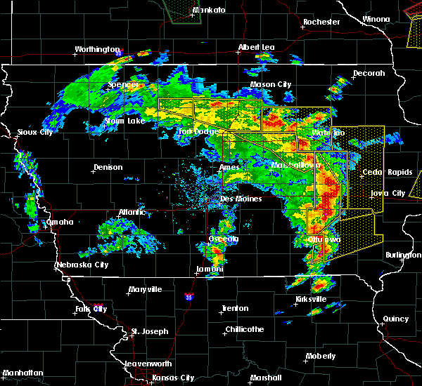 Radar Image for Severe Thunderstorms near Cedar Falls, IA at 5/17/2017 5:51 PM CDT