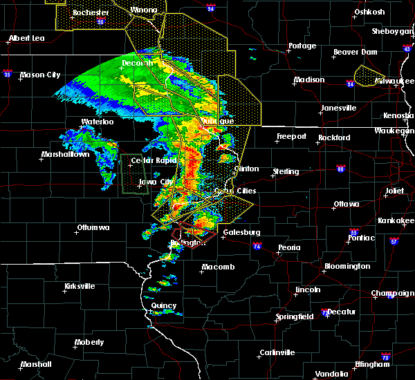 Radar Image for Severe Thunderstorms near Bettendorf, IA at 5/17/2017 7:44 PM CDT