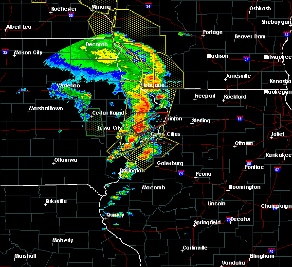 Radar Image for Severe Thunderstorms near Bettendorf, IA at 5/17/2017 7:54 PM CDT