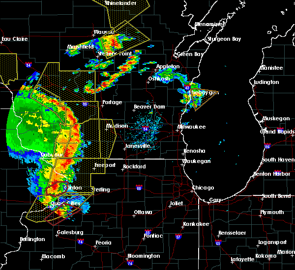 Radar Image for Severe Thunderstorms near Windsor, WI at 5/17/2017 8:24 PM CDT