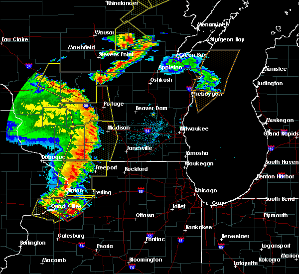Radar Image for Severe Thunderstorms near Stoughton, WI at 5/17/2017 8:44 PM CDT