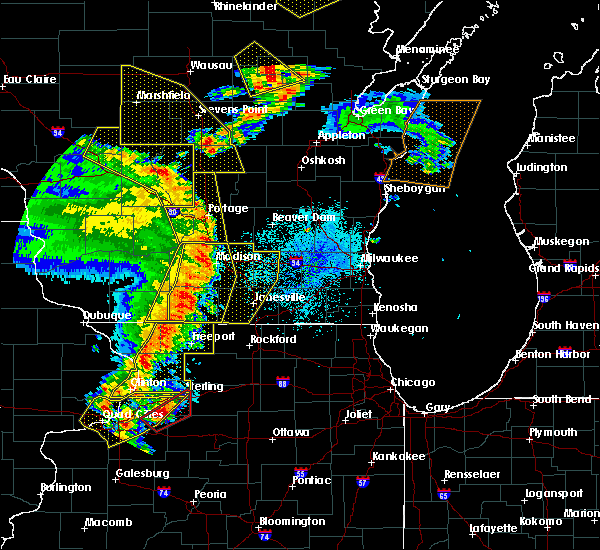 Radar Image for Severe Thunderstorms near Windsor, WI at 5/17/2017 8:56 PM CDT