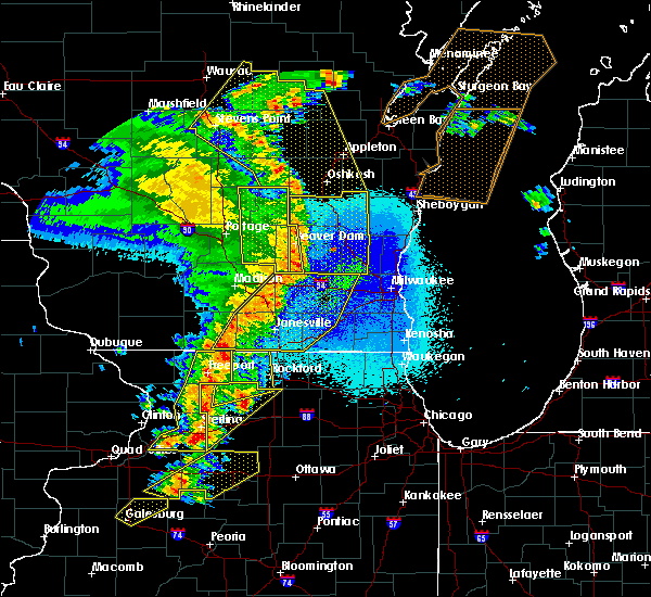 Radar Image for Severe Thunderstorms near Rockford, IL at 5/17/2017 9:40 PM CDT