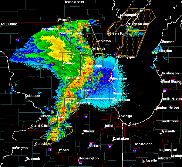 Radar Image for Severe Thunderstorms near Waupun, WI at 5/17/2017 9:56 PM CDT