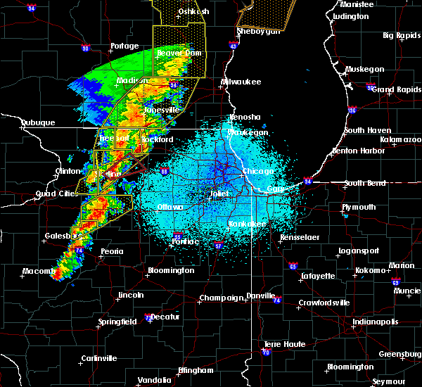 Radar Image for Severe Thunderstorms near Rockford, IL at 5/17/2017 10:02 PM CDT