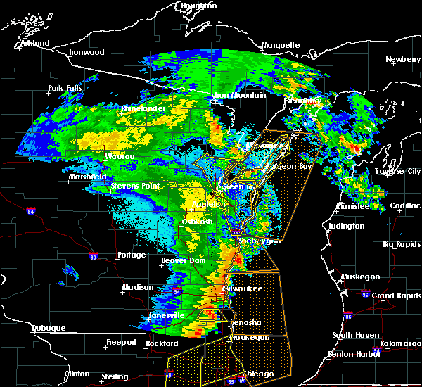 Radar Image for Severe Thunderstorms near Sturgeon Bay, WI at 5/17/2017 11:16 PM CDT