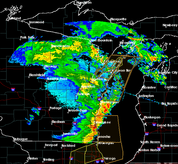 Radar Image for Severe Thunderstorms near Sturgeon Bay, WI at 5/17/2017 11:28 PM CDT