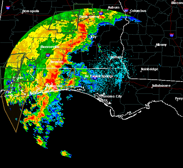 Radar Image for Severe Thunderstorms near Crestview, FL at 5/20/2017 10:21 PM CDT