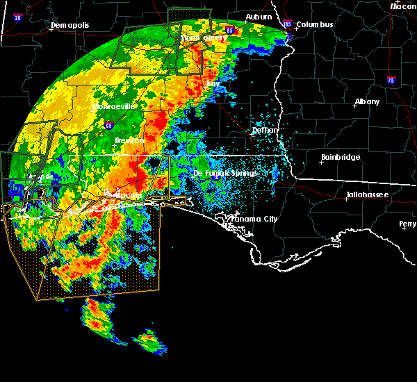 Radar Image for Severe Thunderstorms near Crestview, FL at 5/20/2017 10:40 PM CDT