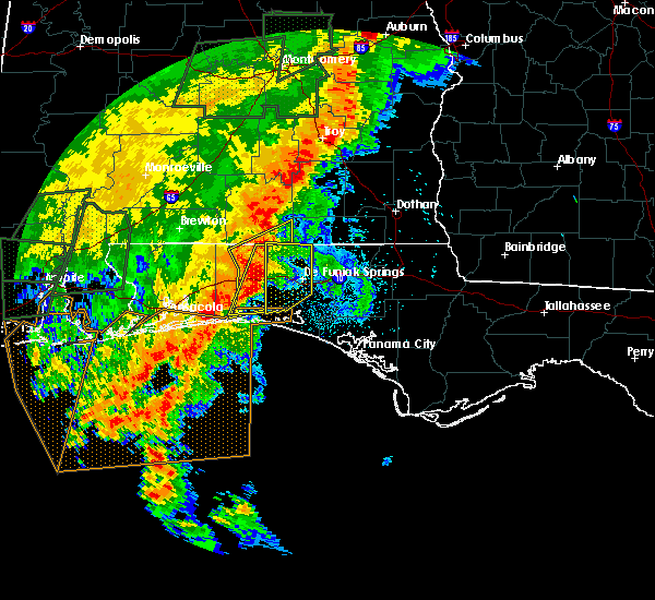 Radar Image for Severe Thunderstorms near Crestview, FL at 5/20/2017 11:01 PM CDT