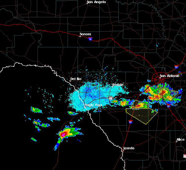 Radar Image for Severe Thunderstorms near Cotulla, TX at 5/23/2017 6:08 PM CDT