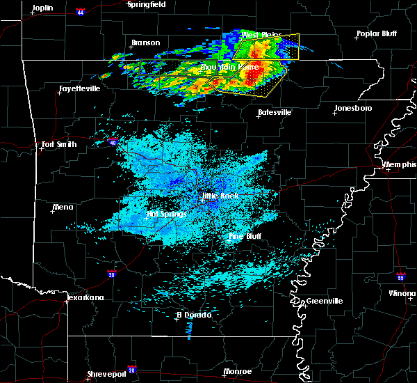 Radar Image for Severe Thunderstorms near Salem, AR at 5/27/2017 4:04 AM CDT
