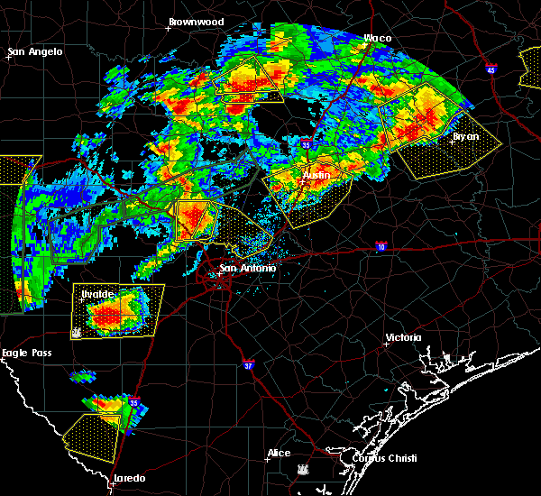 Radar Image for Severe Thunderstorms near New Braunfels, TX at 5/28/2017 7:13 PM CDT