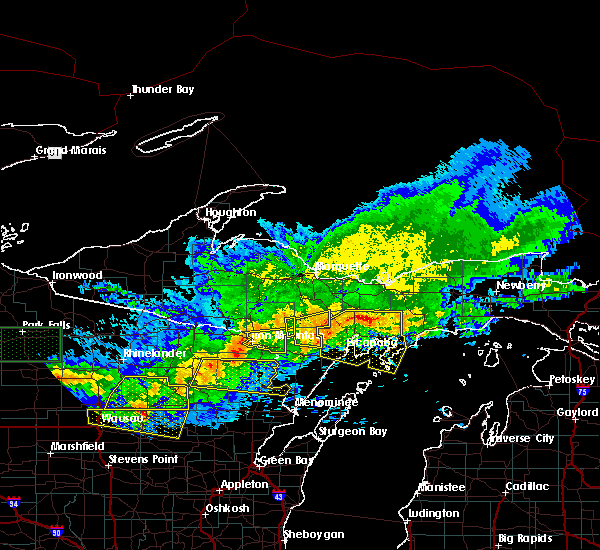 Radar Image for Severe Thunderstorms near Escanaba, MI at 6/11/2017 10:32 PM EDT