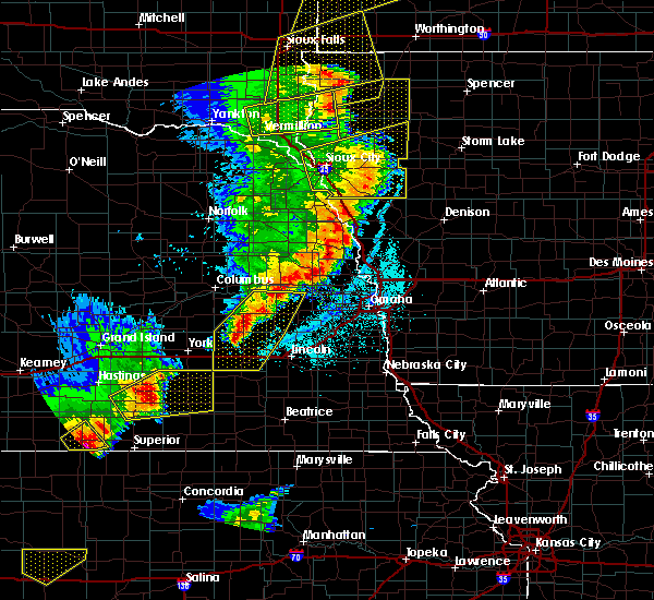 Radar Image for Severe Thunderstorms near Garrison, NE at 6/13/2017 9:52 PM CDT