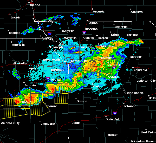 Radar Image for Severe Thunderstorms near Blue Mound, KS at 6/17/2017 10:21 PM CDT