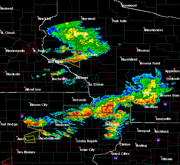 Radar Image for Severe Thunderstorms near Bloomington, WI at 6/28/2017 5:56 PM CDT