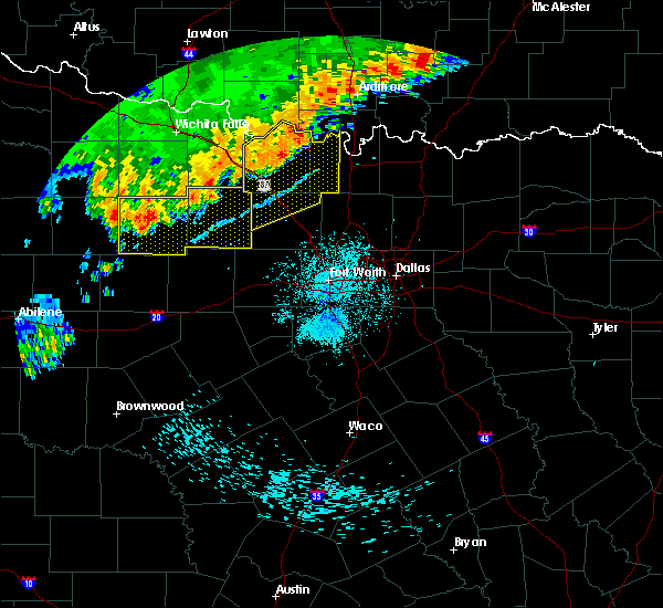 Radar Image for Severe Thunderstorms near Bowie, TX at 7/4/2017 12:29 AM CDT