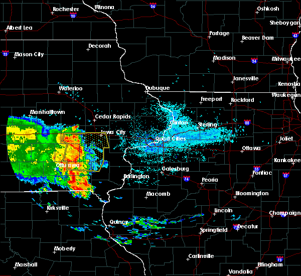 Radar Image for Severe Thunderstorms near Iowa City, IA at 7/11/2017 6:04 AM CDT