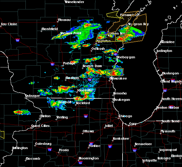 Radar Image for Severe Thunderstorms near Mequon, WI at 8/10/2017 4:04 PM CDT