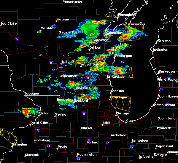 Radar Image for Severe Thunderstorms near Waupun, WI at 8/10/2017 4:26 PM CDT