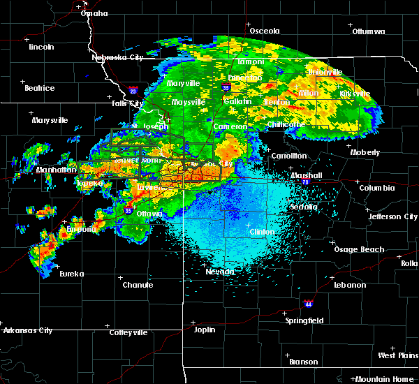 Radar Image for Severe Thunderstorms near Leawood, KS at 8/21/2017 10:13 PM CDT