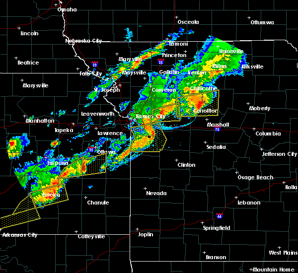 Radar Image for Severe Thunderstorms near Mendon, MO at 10/14/2017 6:27 PM CDT