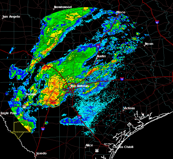 Radar Image for Severe Thunderstorms near North Pearsall, TX at 3/28/2018 12:28 AM CDT