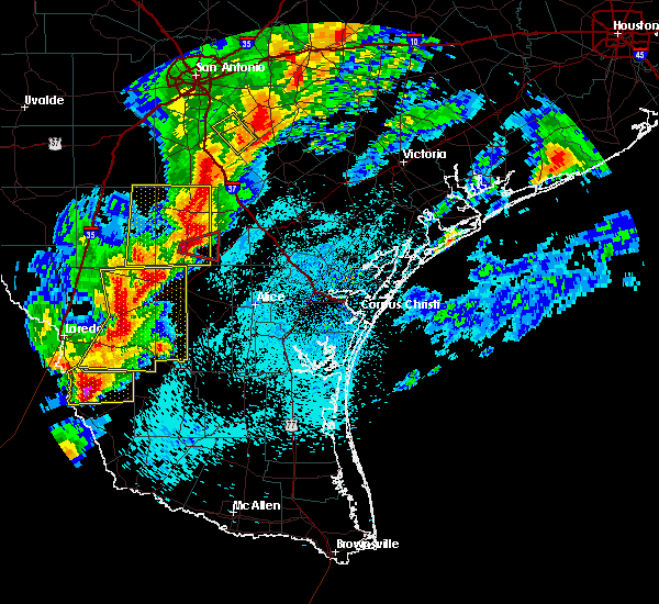 Radar Image for Severe Thunderstorms near Hebbronville, TX at 3/28/2018 11:21 PM CDT