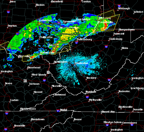 Radar Image for Severe Thunderstorms near Centerville, OH at 4/3/2018 8:27 PM EDT