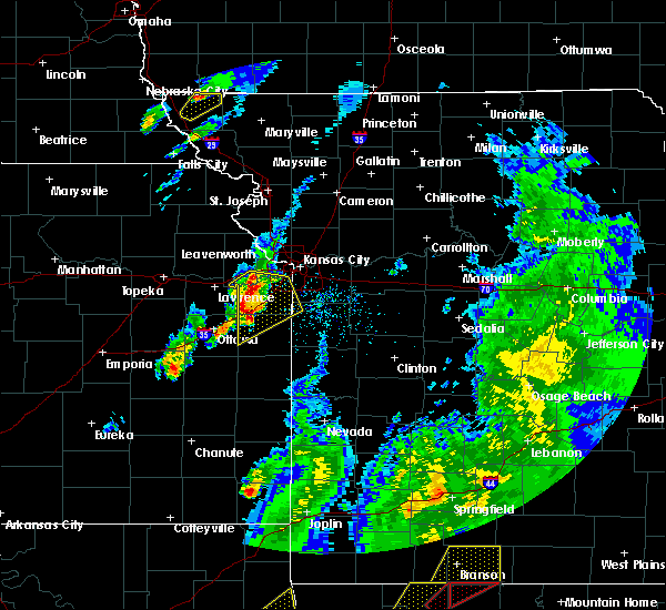 Radar Image for Severe Thunderstorms near Leawood, KS at 4/13/2018 5:41 PM CDT