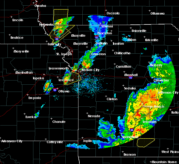 Radar Image for Severe Thunderstorms near Shawnee, KS at 4/13/2018 6:54 PM CDT