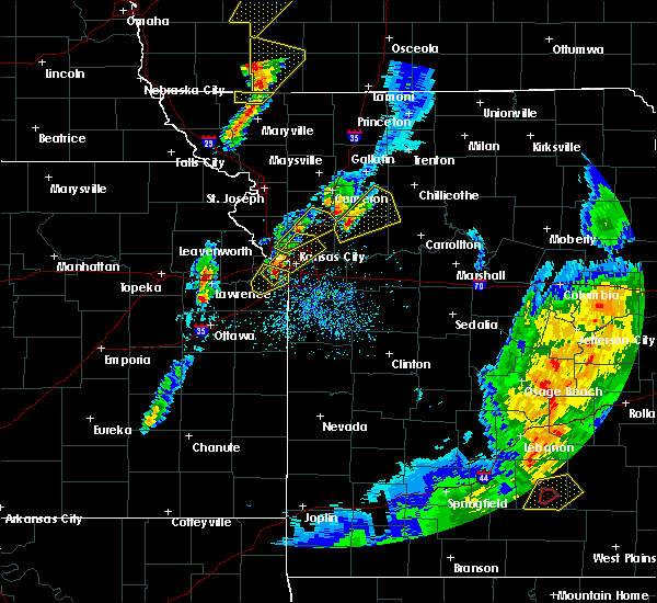 Radar Image for Severe Thunderstorms near Edwardsville, KS at 4/13/2018 7:31 PM CDT