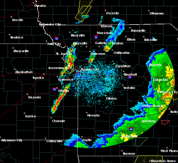 Radar Image for Severe Thunderstorms near Edwardsville, KS at 4/13/2018 8:28 PM CDT