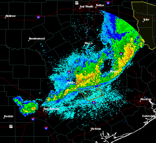 Radar Image for Severe Thunderstorms near Round Top, TX at 4/13/2018 11:00 PM CDT