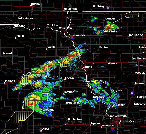Radar Image for Severe Thunderstorms near Rising City, NE at 5/1/2018 5:38 PM CDT