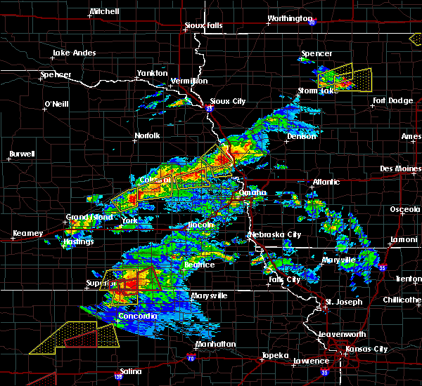Radar Image for Severe Thunderstorms near Moorhead, IA at 5/1/2018 6:16 PM CDT