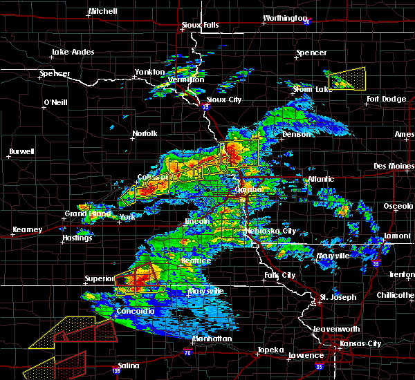 Radar Image for Severe Thunderstorms near Moorhead, IA at 5/1/2018 6:32 PM CDT