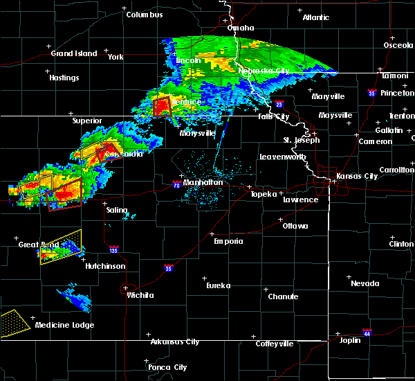 Radar Image for Severe Thunderstorms near Wymore, NE at 5/1/2018 7:25 PM CDT