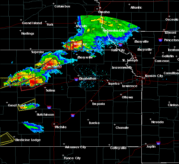 Radar Image for Severe Thunderstorms near Wymore, NE at 5/1/2018 7:36 PM CDT