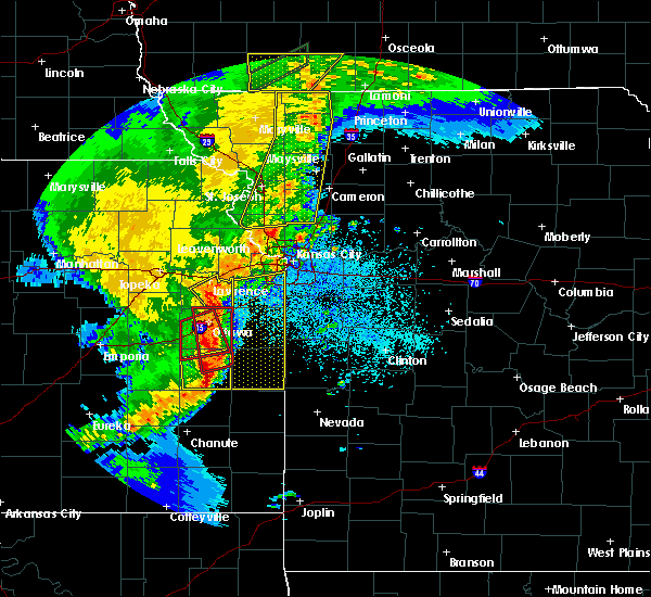Radar Image for Severe Thunderstorms near Leawood, KS at 5/2/2018 8:44 PM CDT