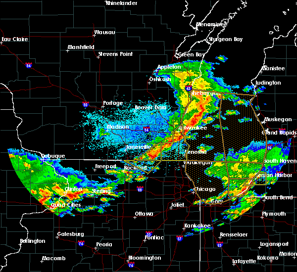Radar Image for Severe Thunderstorms near Richmond, IL at 5/2/2018 9:09 PM CDT